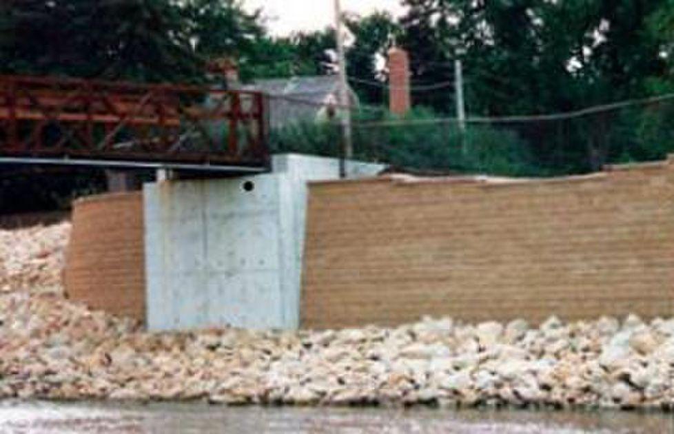 Zumbro River Shoreline Versa Lok